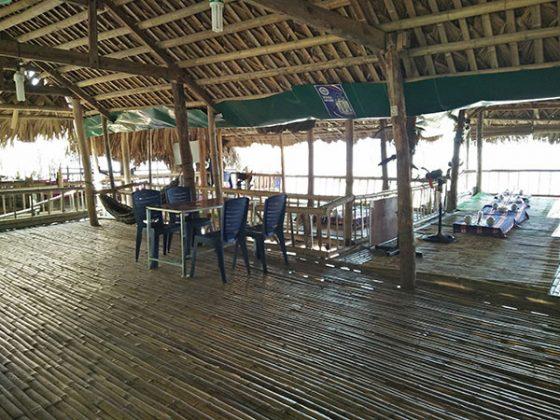 Nhà sàn tại biển Vinh Sơn
