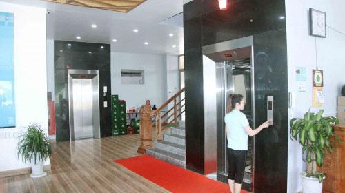 Thang máy nhà hàng Tuấn Năm Sầm Sơn