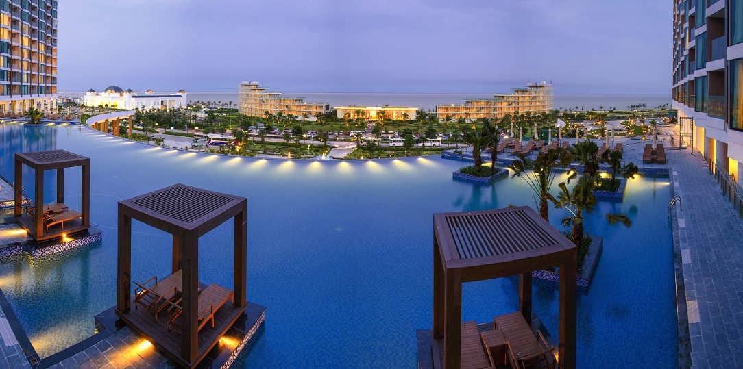Bể bơi ngoài trời tại FLC Grand Hotel