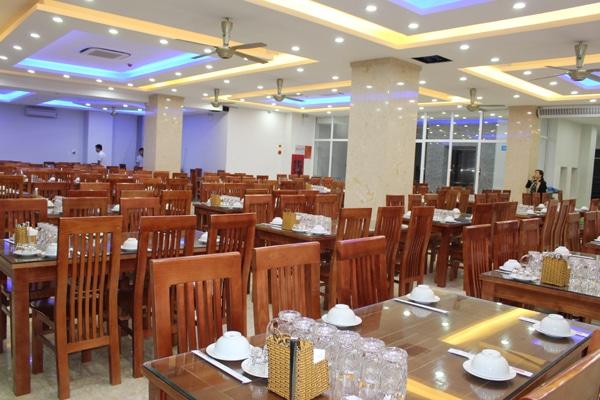 Nhà hàng tầng 2 với sức chứa tối đa 250 khách