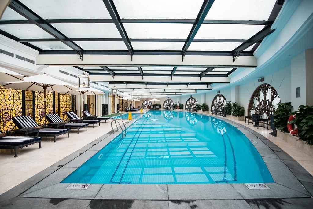 Bể bơi trong nhà Vinpearl Ha Long