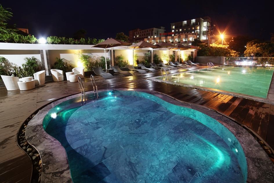 khách sạn sầm sơn có bể bơi