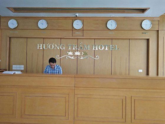 Lễ tân Khách sạn Hương Trầm Sầm Sơn
